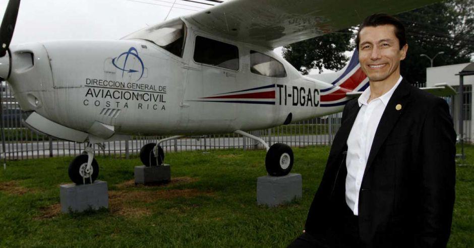Capitu00e1n Guillermo Hoppe, Director General de
